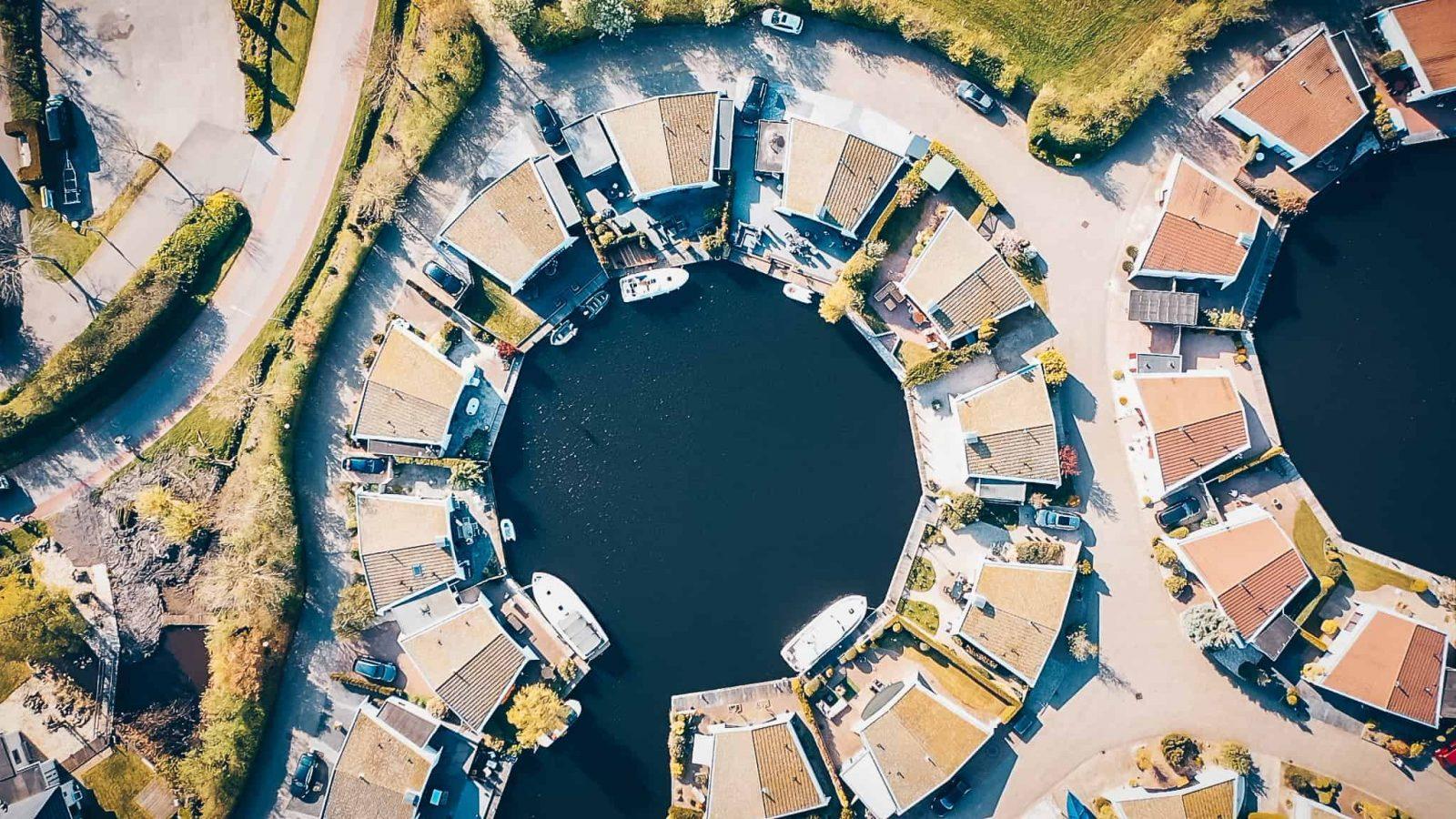 Lemmer holland im birds view, holland von oben mit drohnenfotografie, drohnenfoto