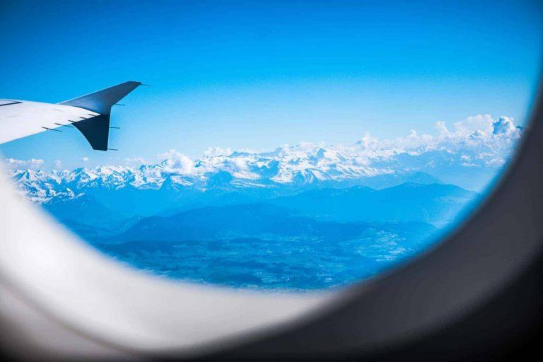 aus dem Flugzeug, Berglandschaft mit Himmel,