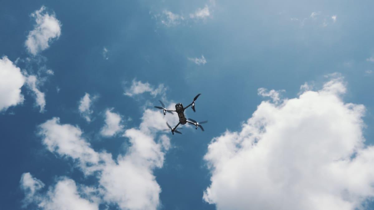 drohnenflug, mavis2pro in der Luft,