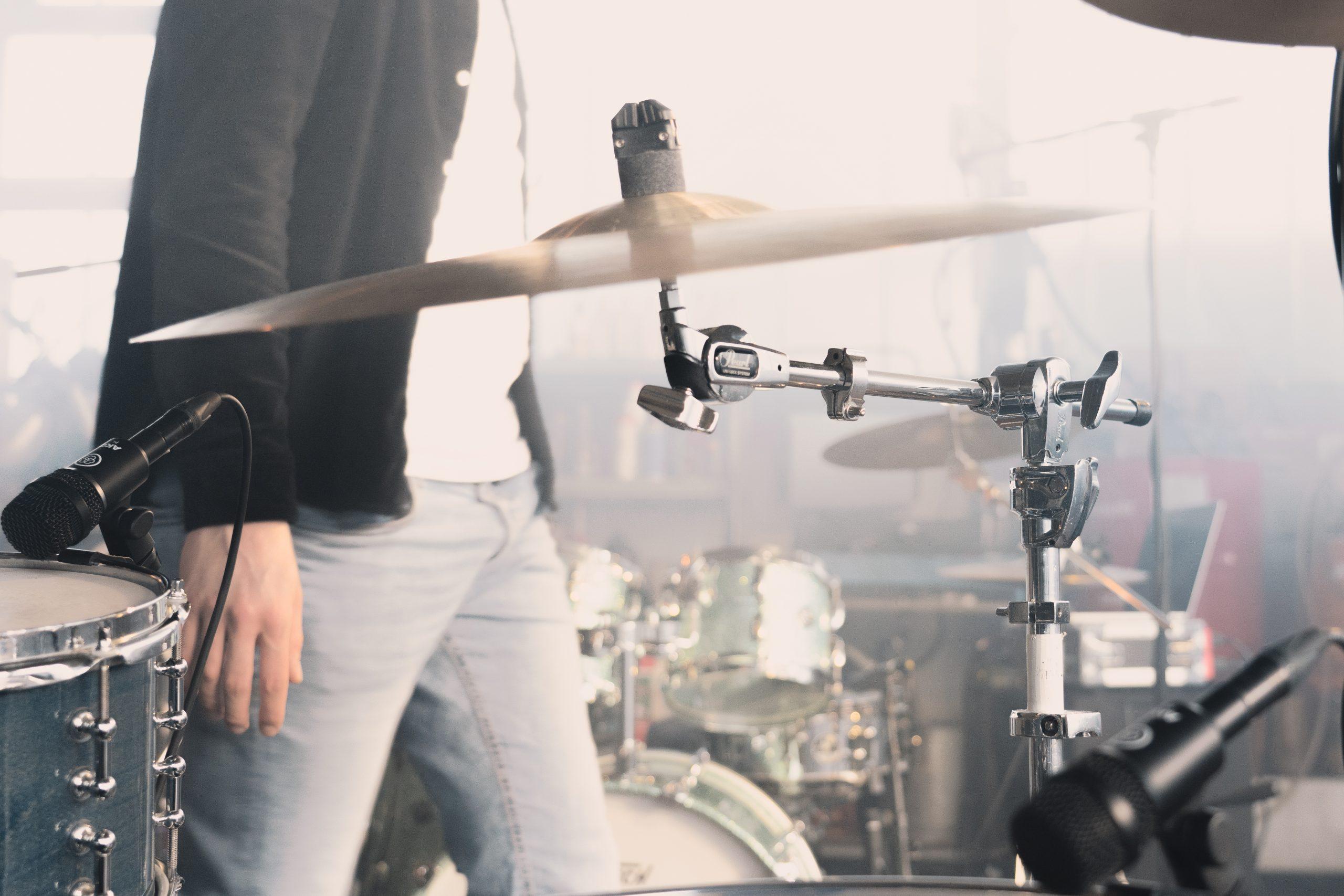 phil Kämpflein spielt Schlagzeug im Westerwald, Fotograf im Westerwald,